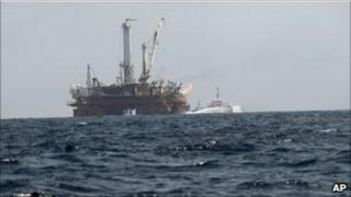 Q4000 vessel