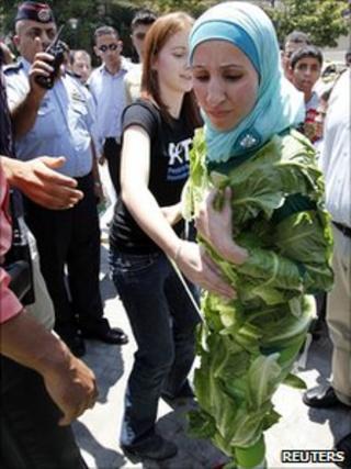Amina Tariq in her lettuce gown 25.7.10