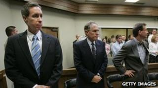 Warren Jeffs (l) at his rape trial in 2007 with his defence team