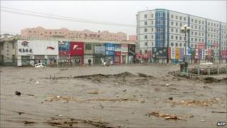 Submerged buildings in Kouqian, Jilin, on 28 July 2010