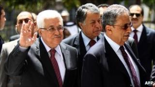 Mahmoud Abbas (L) and Arab League General Secretary Amr Moussa in Cairo, 29 July
