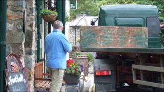 Lorry at Beddgelert