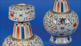 The Qianlong dynasty vases which sold for £500,000