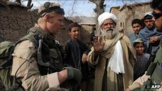 Dutch troops talk to Afghan locals in Uruzgan province (21 January 2010)