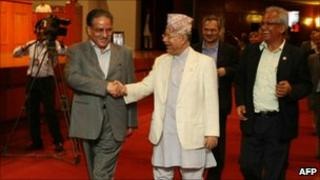 Maoist leader Prachanda (L) and caretaker PM Madhav Kumar Nepal (2 August 2010)