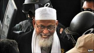 Anti-terror police escort radical Islamist cleric Abu Bakar Ba'asyir in Jakarta