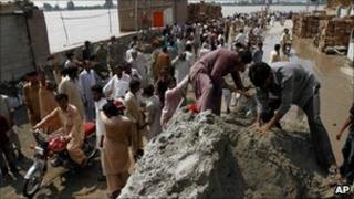 Flood relief effort in Sukkur