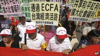 "Supporters of the ECFA rally with placards that read ""ECFA will save Taiwan's Economy"""