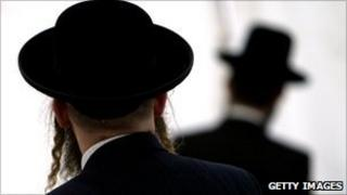 Hasidic Jews In London Prepare For Shabbas Gathering