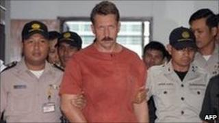 Russian alleged arms dealer, Viktor Bout, is escorted by court security guards following his verdict at the Criminal Court in Bangkok on 11 August 2009.