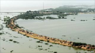 Floodwaters in Sarjani village, Thatta district, Pakistan (28 August 2010)
