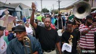 Musicians including Branford Marsalis (C) lead a parade in New Orleans, 28/08