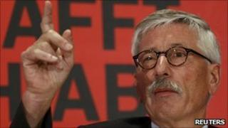 Thilo Sarrazin at a news conference in Berlin to launch his book Deutschland Schafft Sich Ab (Germany Abolishes Itself) - 30 August 2010