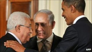 US President Barack Obama (R), Prime Minister Benjamin Netanyahu of Israel (C) and President Mahmoud Abbas of the Palestinian Authority (L) at the White House - 1 September 2010