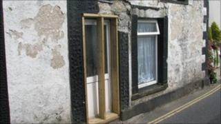 Collapsing house in Mullion, Cornwall