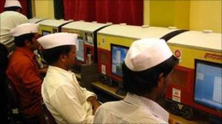 Dabbawallahs learning computer skills