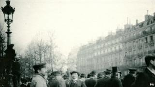Crowds gather to see Rodin's The Thinker in Paris in 1905