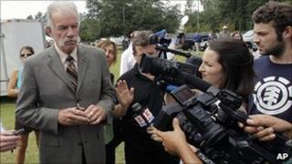Pastor Terry Jones speaks to reporters. 8 Sept 2010