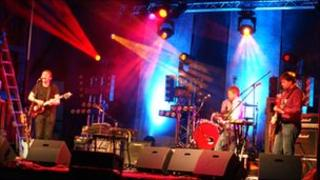 Field Music on Headstock main stage
