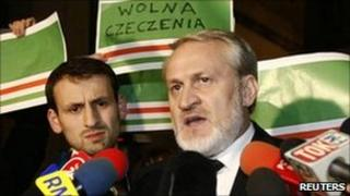 Akhmed Zakayev (right) speaks to the media after his release. Photo: 17 September 2010