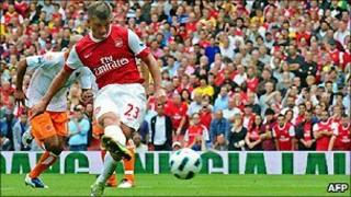 Arsenal's Andrey Arshavin scores against Blackpool