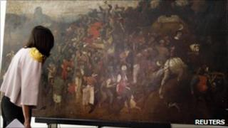 Spanish culture minister Angeles Gonzalez Sinde inspects the painting by Bruegel the Elder (23 Sept 2010)