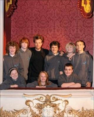 Ewan McGregor with Perth Youth Theatre Group