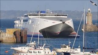 Condor Vitesse enters St Peter Port