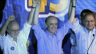 Jose Serra (centre) at his final campaign rally in Sao Paulo