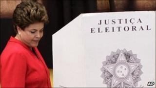 Dilma Rousseff votes in Porto Alegre