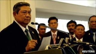 President Susilo Bambang Yudhoyono speaking to reporters at Jakarta airport