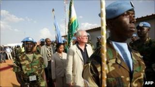 UN ambassadors Mark Lyall Grant (R)Ruhakana Rugunda of Uganda (L) and Susan Rice (C)