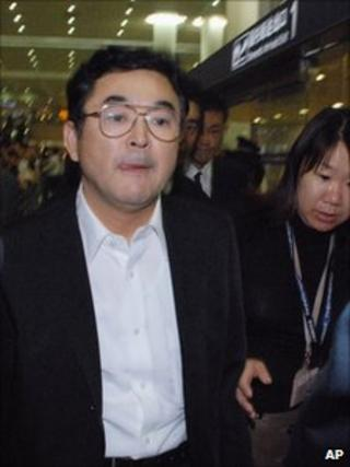 Sadamu Takahashi arrives at Shanghai's airport (9 October 2010)