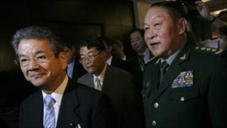 Japan's Defence Minister Toshimi Kitazawa (L) and China's Defence Minister Liang Guanglie (R)