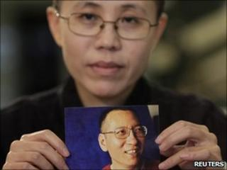 Liu Xia holds a photo of her husband Liu Xiaobo