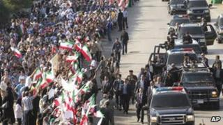 Crowds wave in Iran