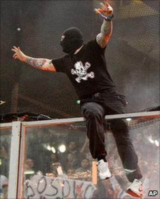 Serbian fan riots in Genoa