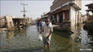 Flood refugee in Khairpur Nathan Shah, Sindh, 13 Oct