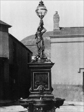 Lady with the Lamp monument in Tonypandy