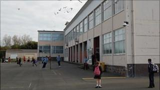 Les Beaucamps High School