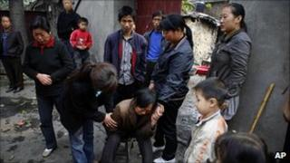 Relatives of missing miners in Yuzhou, Henan, China (16 Oct 2010)