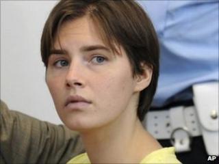Amanda Knox in court (1 June 2010)