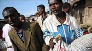 Ethiopians receiving food aid