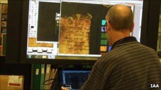 Imaging the dead sea scrolls