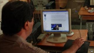 An Iraqi man looks at the Wikileaks website in Baghdad, Iraq - 23 October 2010