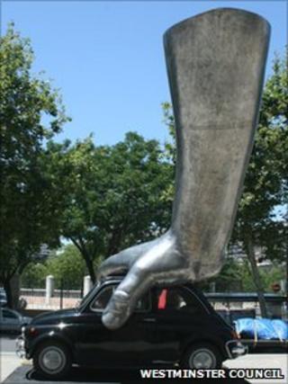 Image of Lorenzo Quinn's sculpture 'Vroom Vroom'