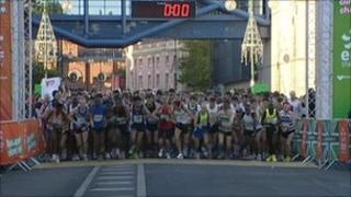 Mo Farah started the 2010 Birmingham Half Marathon