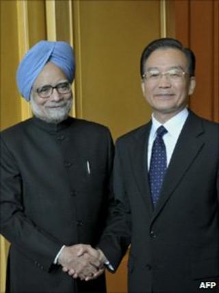 Chinese PM Wen Jiabao and Indian PM Manmohan Singh in Hanoi