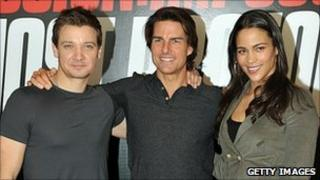Cruise (centre) with co-stars Jeremy Renner and Paula Patton