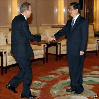 UN Secretary General Ban Ki-moon (left) and Chinese President Hu Jintao in Beijing. Photo: 1 November 2010
